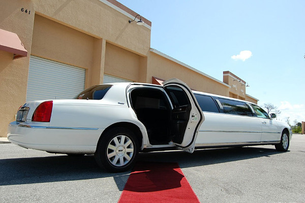 8 Person Lincoln Stretch Limo Syracuse